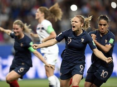 Le football féminin compte de plus en plus de licenciées