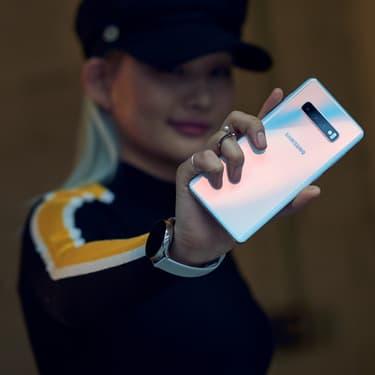 Samsung, Apple, Huawei... Quel smartphone vous permettra de jouer à Pokemon Go, aller sur Twitter, Instagram et regarder un film sur le chemin du retour sans vous lâcher $1
