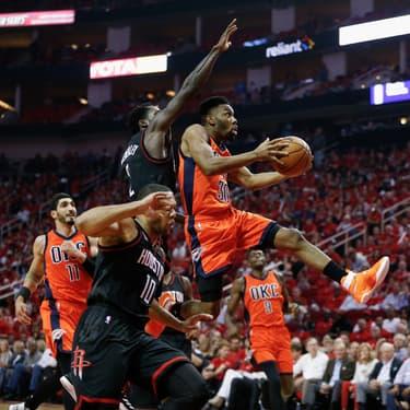 Norris Cole en position de marquer pour les Oklahoma City Thunder, face aux Houston Rockets, lors d'un match de Playoffs à Houston, le 16 avril 2017.