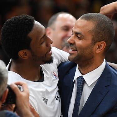DeMarcus Nelson, désormais au Bayern Munich, et Tony Parker lors de la victoire de la Coupe de France de basketball le 11 mai 2019 à Paris