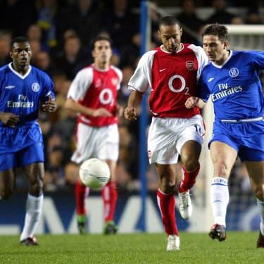 Thierry Henry et Frank Lampard à la lutte sous les yeux de Marcel Desailly lors de Chelsea-Arsenal, le 24 mars 2004 à Londres