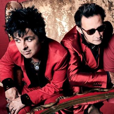 En rouge et noir, mais pas comme Jeanne Mas, Green Day revient avec un nouvel album et une énorme tournée