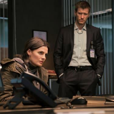Emily Byrne (Stana Katic) et Nick Durand (Patrick Heusinger) dans la série Absentia diffusée en France sur Altice Studio et SFR Play VOD illimitée.
