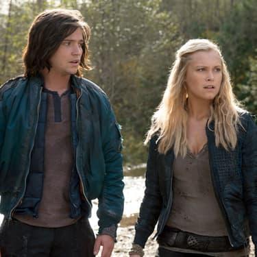 Finn (Thomas McDonnell) et Clarke (Eliza Taylor-Cotter) dans la première saison de The 100