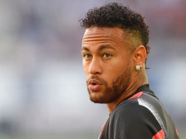 Neymar : une sculpture à son effigie exposée en plein Paris