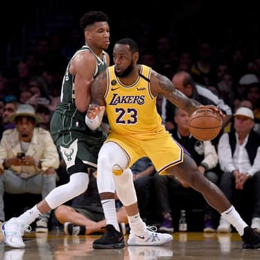 Le duel entre Giánnis Antetokoúnmpo des Milwaukee Bucks et LeBron James des Lakers, au Staples Center de Los Angeles, vendredi 6 mars 2020.