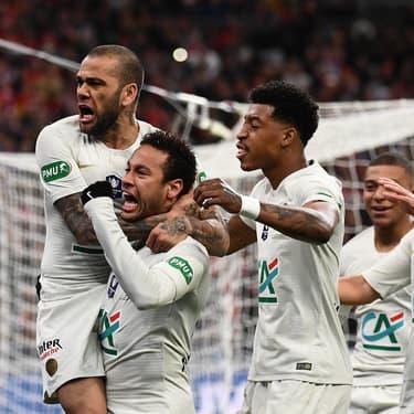 Dani Alves, Neymar et leurs coéquipiers du PSG, au Stade de France le 27 avril 2019.