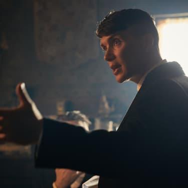 Thomas Shelby, le chef des Peaky Blinders, incarné par Cillian Murphy dans la série culte