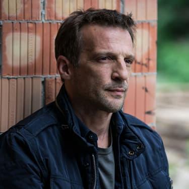 """Mathieu Kassovitz, alias Malotru, dans la saison 4 du """"Bureau des Légendes""""."""