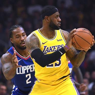 LeBron James a trouvé un adversaire de taille en la personne de Kawhi Leonard à Los Angeles, le 22 octobre 2019.