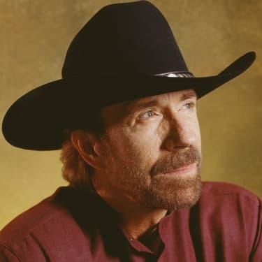 """Chuck Norris dans le téléfilm """"Walker, Texas Ranger : La Machination"""", diffusé en 2005 sur CBS."""