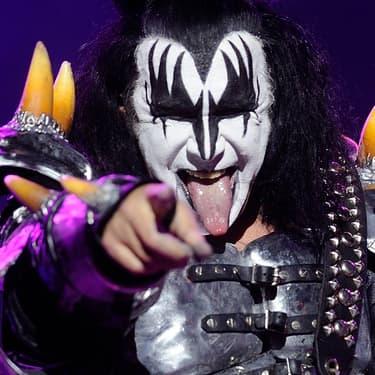 Gene Simmons de Kiss a la langue bien pendue pendant le concert du groupe au Hellfest, à Clisson, le 22 juin 2013