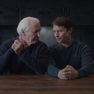 James Blunt fait ses adieux à son père dans son nouveau clip