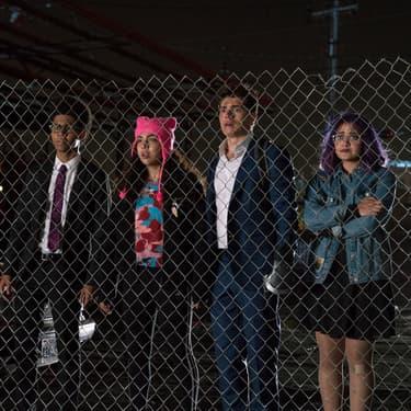 Alex (Rhenzy Feliz), Molly (Allegra Acosta), Chase (Gregg Sulkin) et Gertrude (Ariela Barer), les personnages centraux de l'intrigue de la série de super-héros Marvel's Runaways.