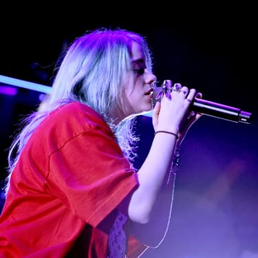 Billie Eilish, chanteuse pop californienne, au KROQ Absolut Almost Acoustic Christmas à Inglewood en décembre 2018.
