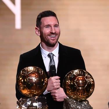 Lionel Messi devant ses six Ballons d'Or durant la cérémonie du 2 décembre 2019 à Paris