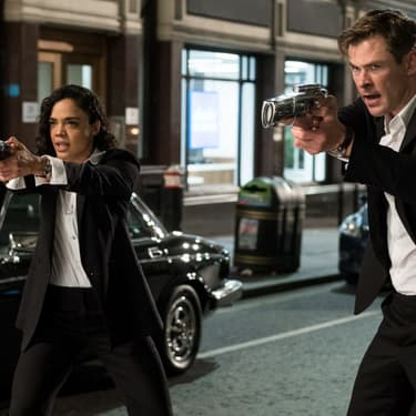 Tessa Thompson et Chris Hemsworth défendent la Terre dans Men In Black International