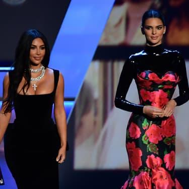 Kim Kardashian et Kendall Jenner aux 71èmes Emmy Awards, à Los Angeles, le 22 septembre 2019.
