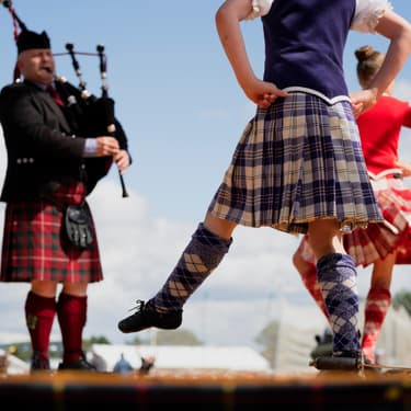 On chante et on s'amuse au son de la cornemuse durant les Highland Games