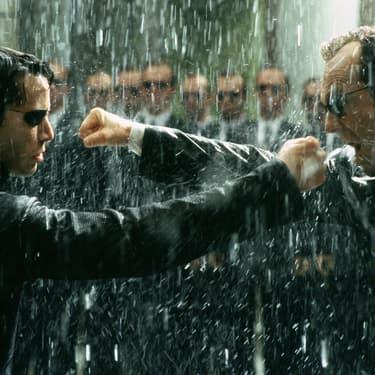 """Keanu Reeves, aka Neo, et Hugo Weaving, alias l'Agent Smith, en pleine scène d'action d'anthologie dans """"Matrix Revolutions""""."""