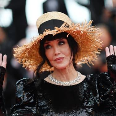 """Isabelle Adjani sur le tapis rouge pour la projection du film """"La Belle Époque"""" au 72ème Festival de Cannes, le 20 mai 2019."""