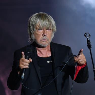 Renaud sur la scène des Francofolies à La Rochelle.