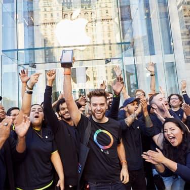 Les premiers acheteurs de l'iPhone 11 lors de l'ouverture de l'Apple Fifth avenue à New York.