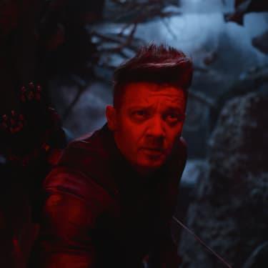 Clint Barton, alias Hawkeye (Jeremy Renner), semble plus sombre que jamais dans le trailer d'Avengers: Endgame.