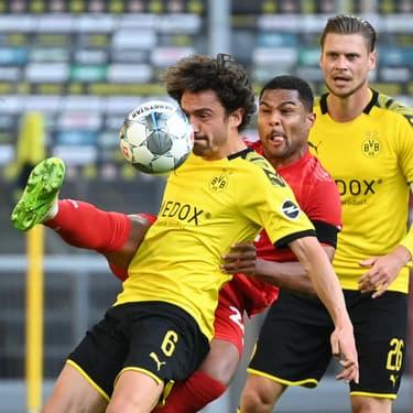 Gnarby et Delaney à la lutte lors du match de Bundesliga Dortmund - Bayern Munich, le 26 mai 2020 à Dortmund