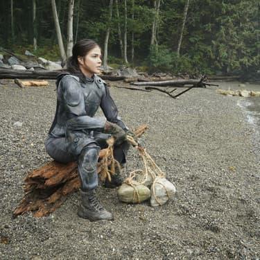 """Marie Avgeropoulos, alias Octavia, dans la septième et dernière saison de la série """"The 100""""."""