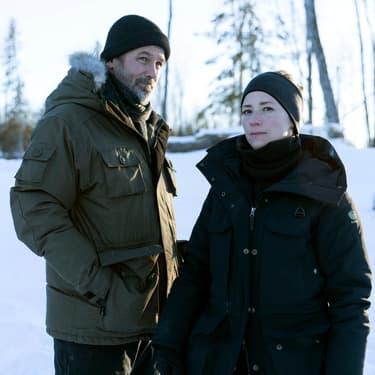 """Billy Campbell et Karine Vanasse reprennent du service dans la saison 4 de """"Cardinal""""."""