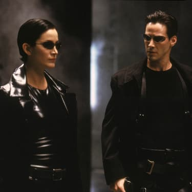 Keanu Reeves et Carrie-Anne Moss, les deux stars du film Matrix sorti en 1999.