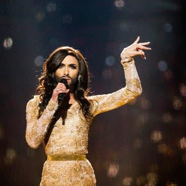Conchita Wurst, grande vainqueure de l'Eurovision en 2014, lors de la répétition pour son titre Rise Like A Phoenix de la deuxième demi-finale, à Copenhague au Danemark.
