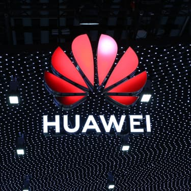 Le Huawei Mate 30 sort de sa boîte… et révèle de jolies couleurs
