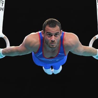 Samir Aït Saïd en pleine épreuve des anneaux lors des Championnats de gymnastique artistique de Szczecin, en Pologne, le 13 avril 2019.