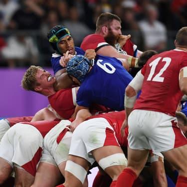 Le coup de coude de Sébastien Vahaamahina sur Aaron Wainwright lors du match France - Pays de Galles, le 20 octobre 2019.