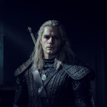 Henry Cavill (sans moustache) dans le rôle de Geralt de Riv dans The Witcher