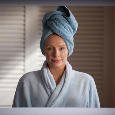 """Bryce Dallas Howard dans l'épisode """"Chute Libre"""" de la saison 3 de Black Mirror."""