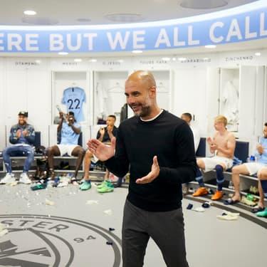 Le coach de Manchester City, Pep Guardiola, tout sourire après la performance de son équipe.