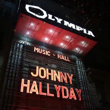 L'enseigne de l'Olympia le 8 décembre 2018, deux jours après la mort de Johnny.