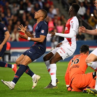 Kylian Mbappé face à son ancien club de l'AS Monaco au Parc des Princes, le 21 avril 2019