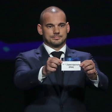 Wesley Sneijder a commencé le tirage au sort de la Ligue des Champions en sortant le nom du Paris Saint-Germain, le 29 août à Monaco.