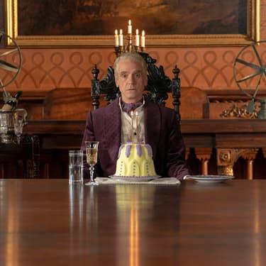 Ozymandias incarné par Jeremy Irons dans la série Watchmen.