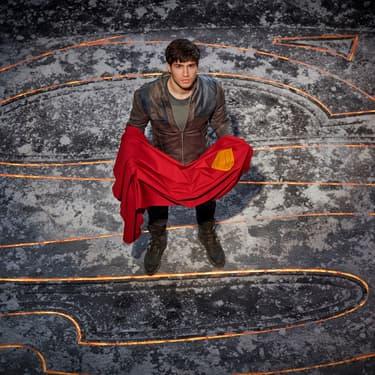 Cameron Cuffe, interprète du personnage principal Seg-El, grand-père du célèbre Superman dans Krypton sur SYFY.