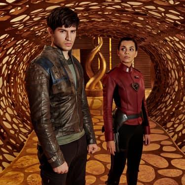 Seg-El (Cameron Cuffe) et Lyta Zod (Georgina Campbell), les protagonistes de la série Krypton, centrée sur les origines de Superman.