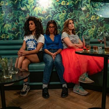 Zita Hanrot, Sabrina Ouazani et Joséphine Draï dans la série Netflix Plan Cœur.