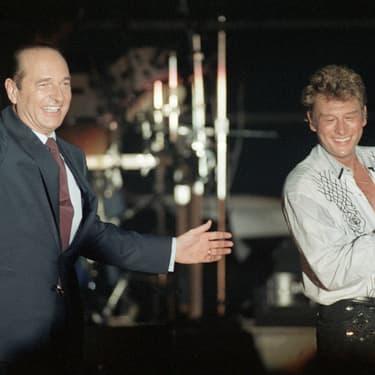 Jacques Chirac et Johnny Hallyday sur la même scène pour un meeting de campagne à Paris le 20 mars 1988