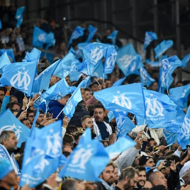 Le stade Vélodrome aux couleurs de l'OM : le bleu et blanc.