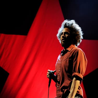 Zack de la Rocha, le chanteur de Rage Against the Machine, sur scène à Los Angeles, le 30 juillet 2011.