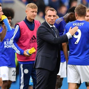 Brendan Rodgers félicite ses joueurs après le match face à Wolverhampton, le 11 août 2019 à Leicester.